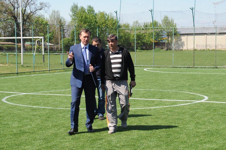 У мікрорайоні Радванка в Ужгороді відкрили нове футбольне поле