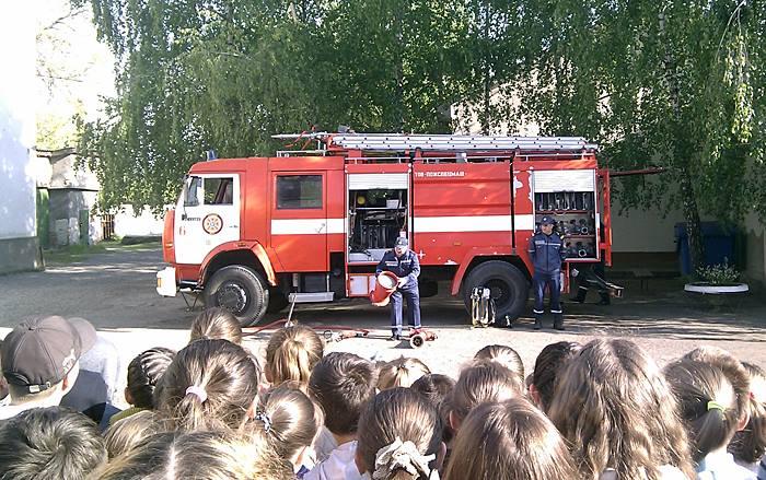 Рятувальники Воловеччини та Виноградівщини провели пізнавальні акції для дітей