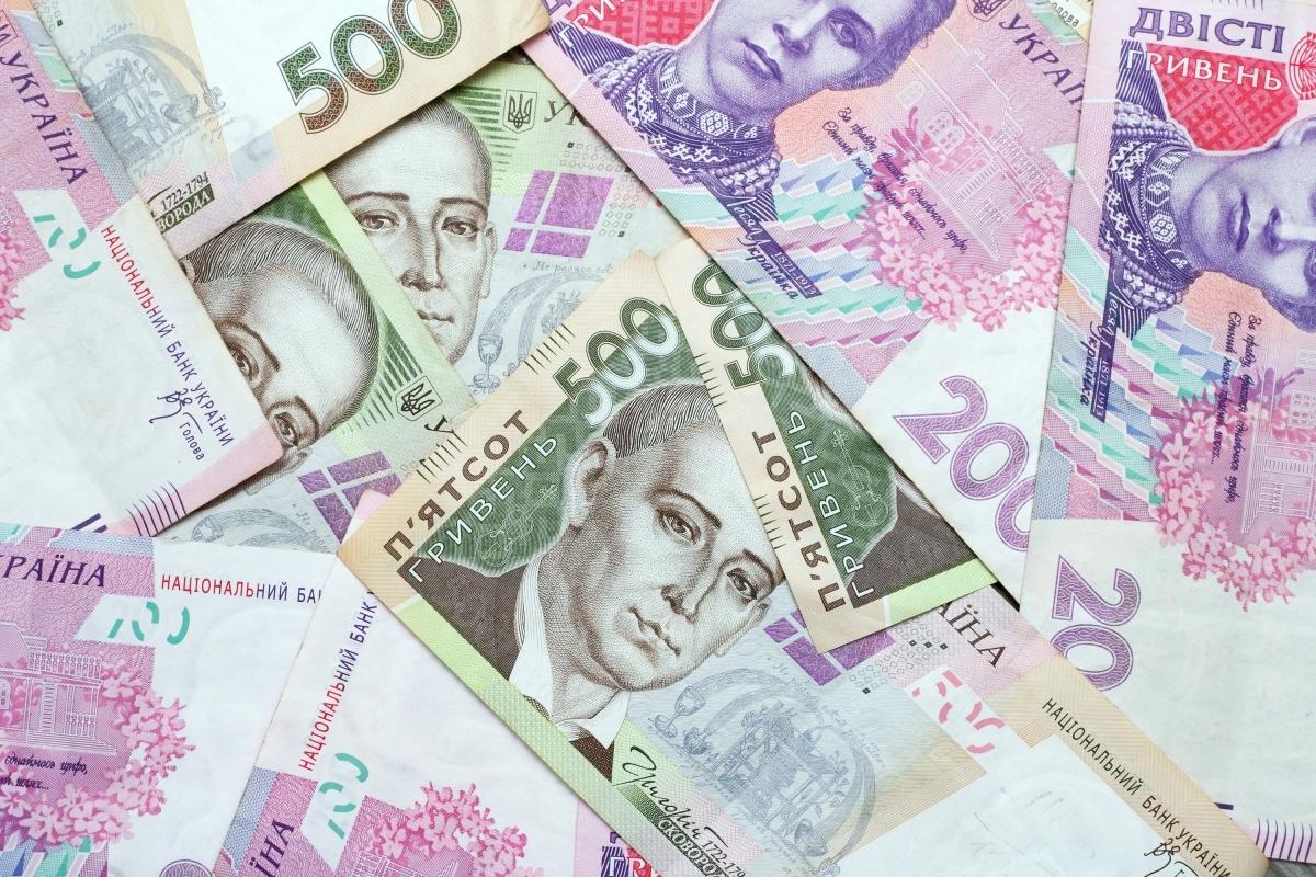 На Закарпатті зарплата на майже чверть нижча, ніж у середньому по Україні