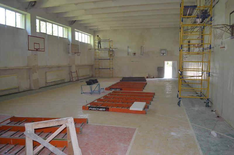 У Мукачівській ЗОШ №10 оновлюють спортзал, роздягальні та облаштовують душові кабіни