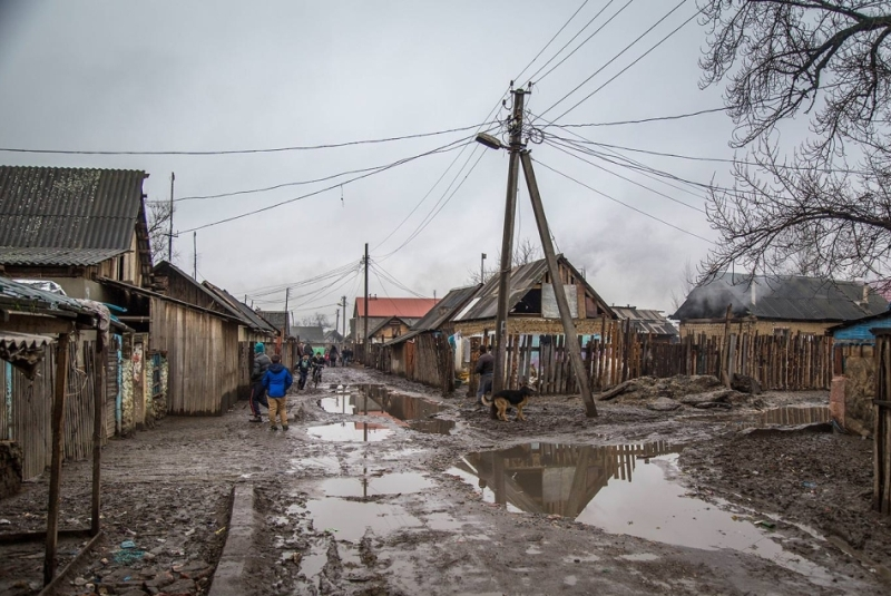 Журналісти порівняли, як живуть роми в Києві та на Закарпатті