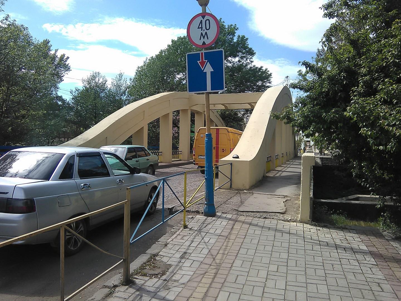 В Іршаві оновили центральний міст: декоративний паркан підлатали, а поручні пофарбували