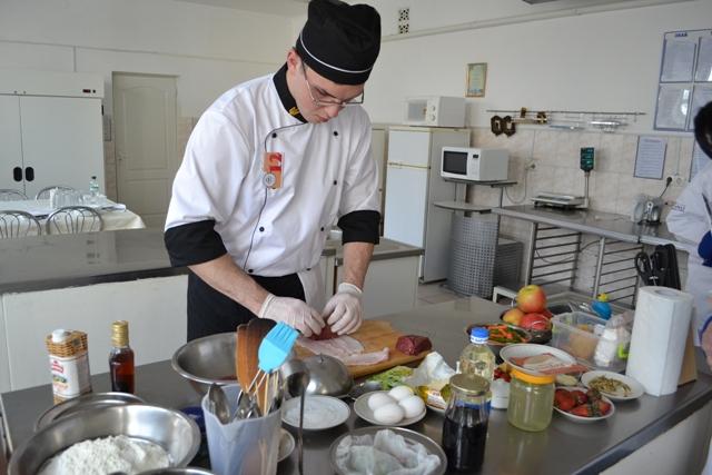 """Молоді кулінари демонстрували свою майстерність на відбірковому конкурсі """"Best cook fest – 2016"""""""