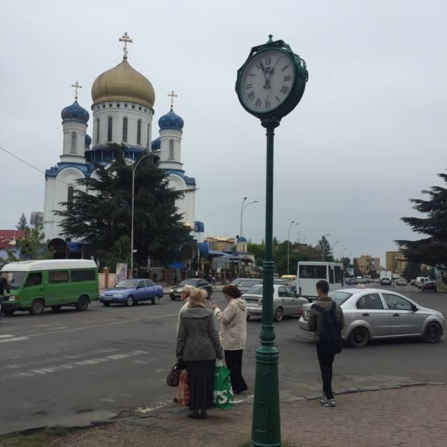 """Годинники """"повернулись"""" на вулиці Ужгорода"""