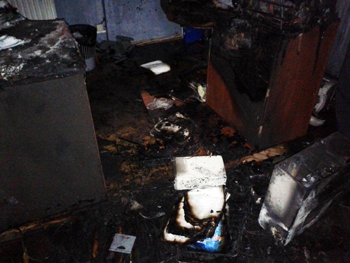 Ужгородські рятувальники оприлюднили фото пожежі в одному з офісів міста