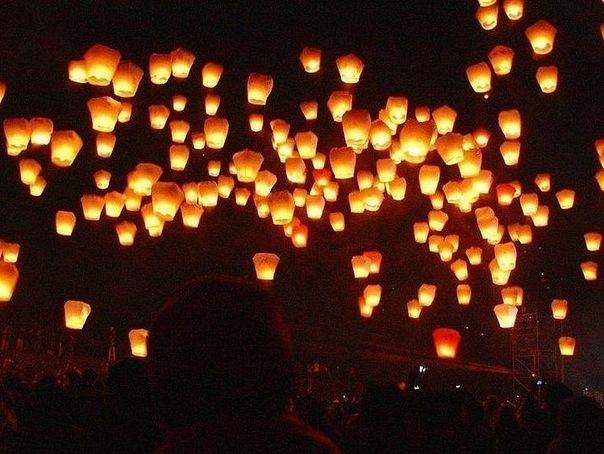 З нагоди Дня пам'яті та примирення ужгородці запалять небесні ліхтарики