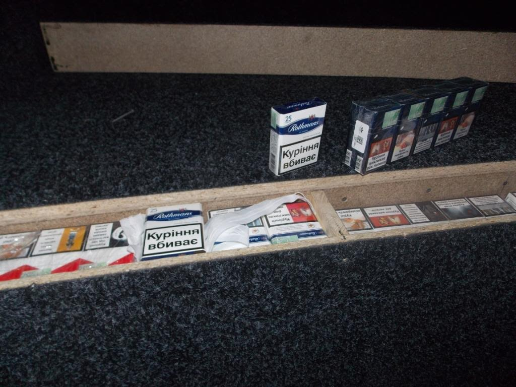 Чоловік намагався перевезти в Угорщину майже півтори тисячі пачок сигарет