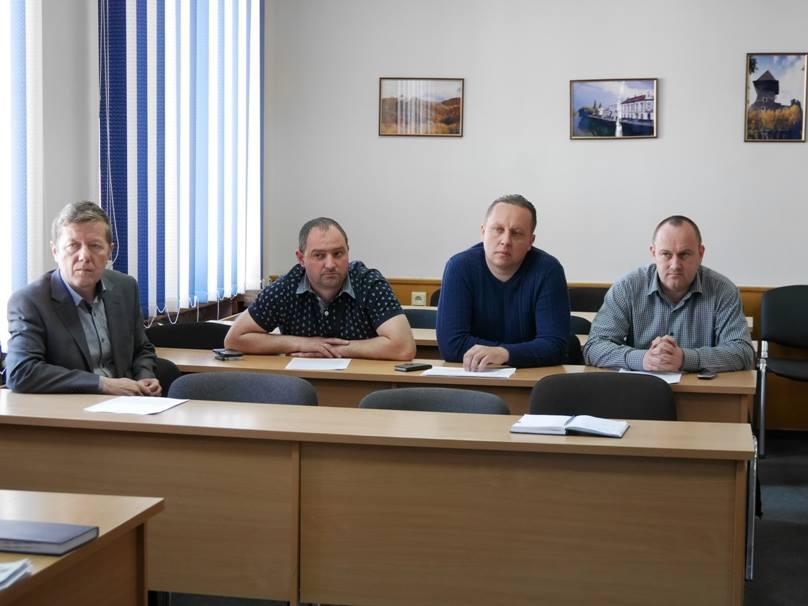 Керівники Ужгорода закликали місцевих перевізників маршрутних таксі дотримуватись графіків руху