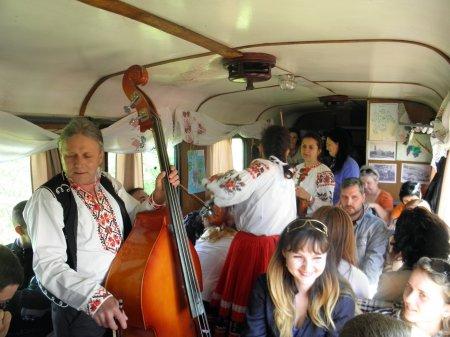 """У Виноградові винний фестиваль """"Угочанська Лоза"""" відкрився поїздкою на ретро-поїзді"""