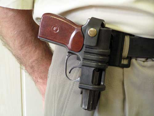 П'яний мукачівець налякав відвідувачів піцерії власною зброєю