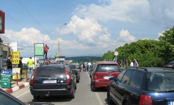 """На КПП """"Ужгород"""" протестувальники пропустили рейсовий автобус та """"вантаж 200"""""""