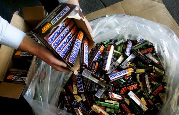 """Закарпатські митники оформили 8 автомобілів з шоколадками, як """"порожні"""", – прокуратура"""