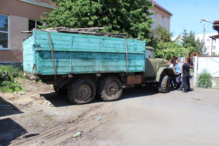 Працівники муніципальної поліції Мукачева проводять облаштування штрафмайданчика