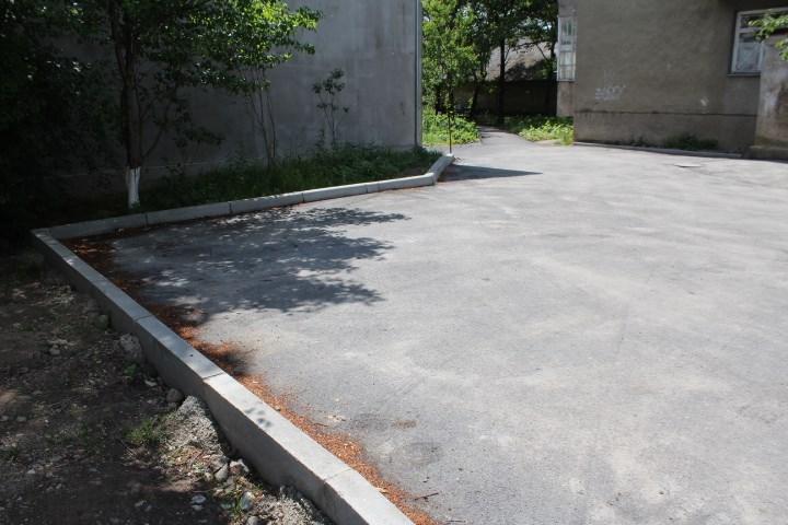 У Мукачеві завершено реконструкцію внутрішьноквартального проїзду на Донського