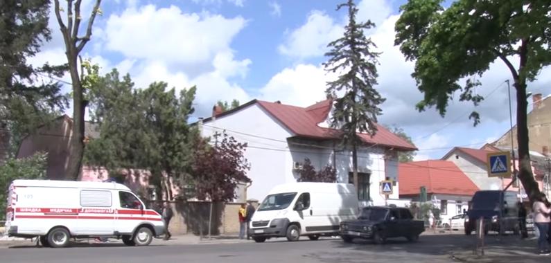 Батькові збитої насмерть в Ужгороді дитини погрожують