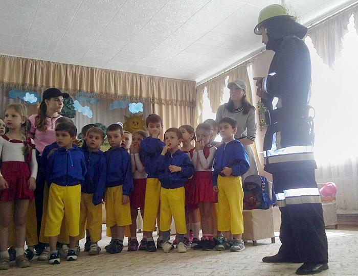 У Мукачеві дітлахи навчалися боротьбі з вогнем та іншими небезпеками