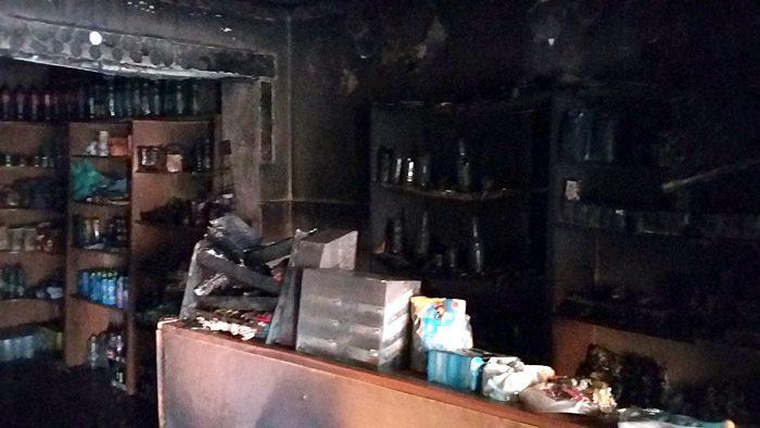 Внаслідок пожежі в кафе-магазині згоріли майже 10 тисяч гривень та частина товару