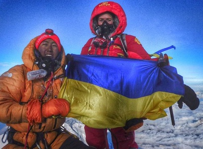 Мукачівка Ірина Галай підняла прапор України над найвищою вершиною світу
