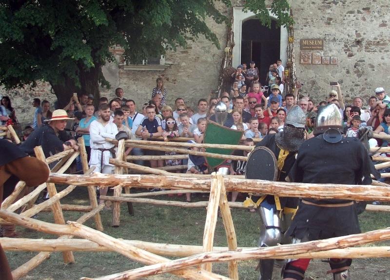 У Чинадієві під час фестивалю визначились переможці лицарських боїв