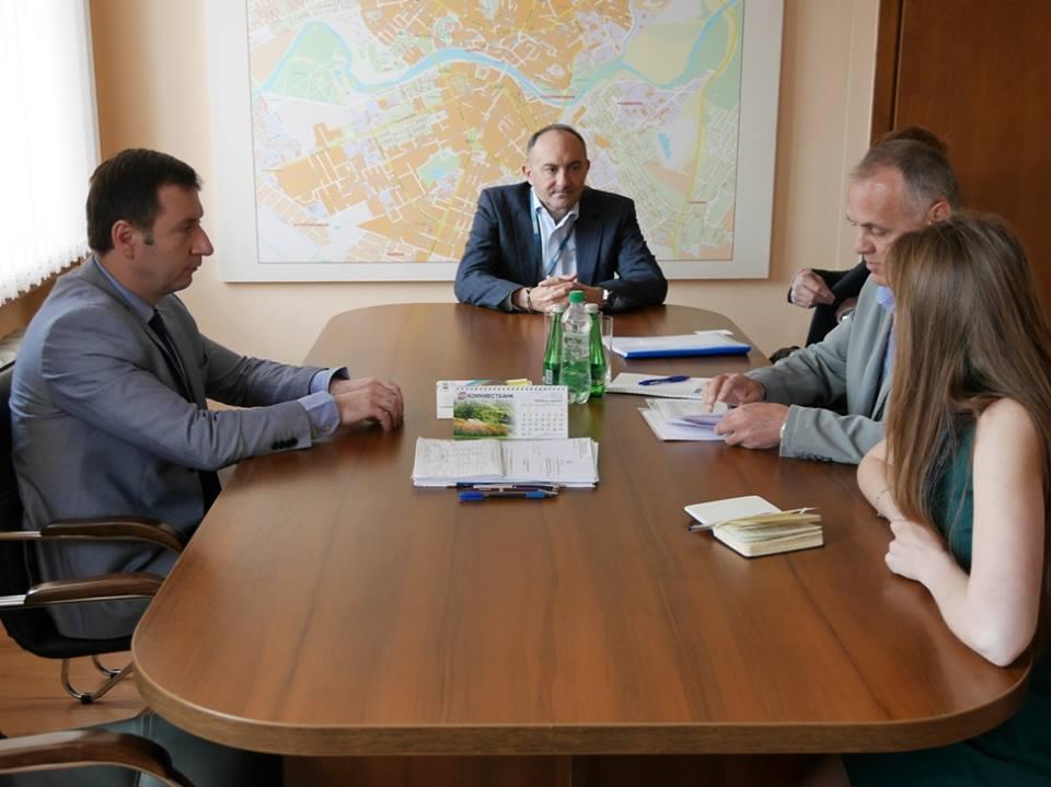 Спостерігачі ОБСЄ зацікавились збройним конфліктом у центрі Ужгорода