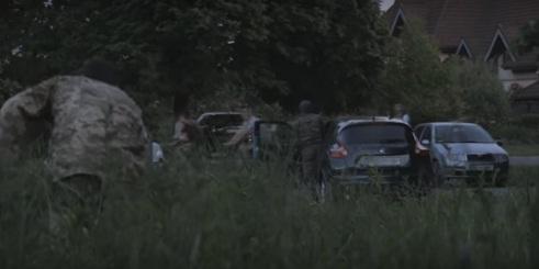 """Жартівники з Ужгорода перевіряли поліцію закопуванням """"трупа"""""""