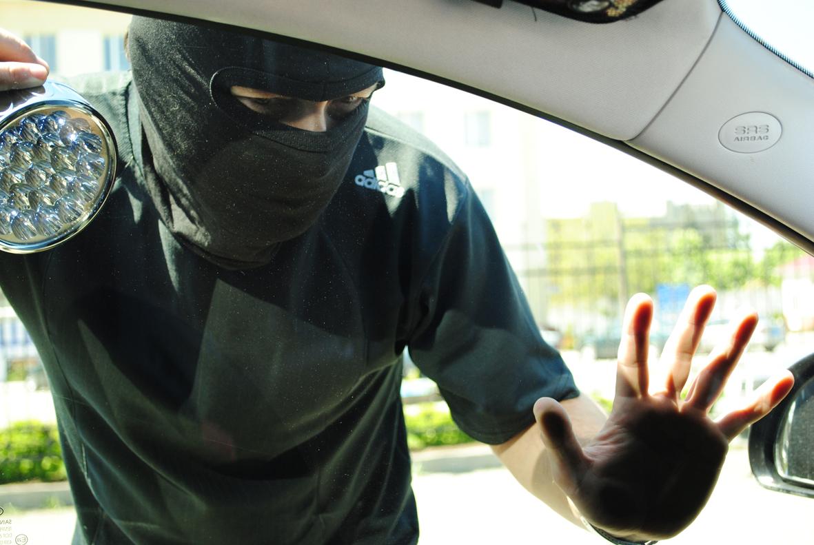 На Закарпатті злодії обікрали двох автовласників на 15 тисяч гривень