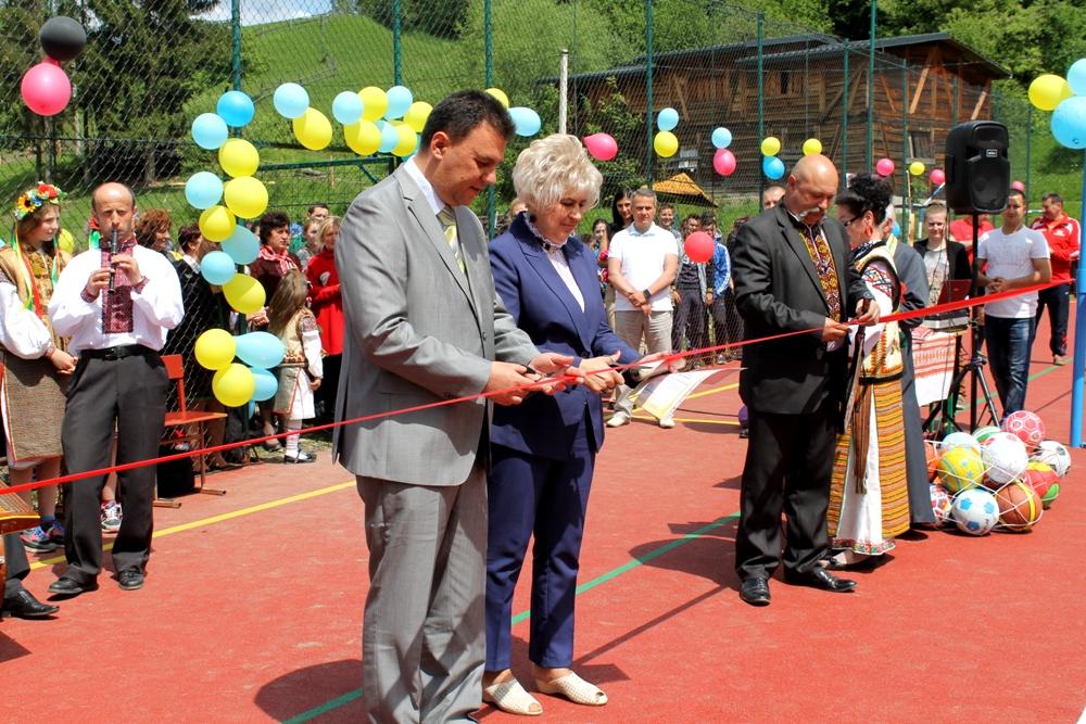 На Рахівщині відкрили новий спортмайданчик