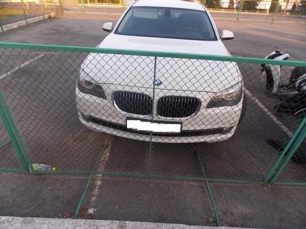 """Чопські прикордонники затримали іномарку """"BMW"""" з підробленими документами"""