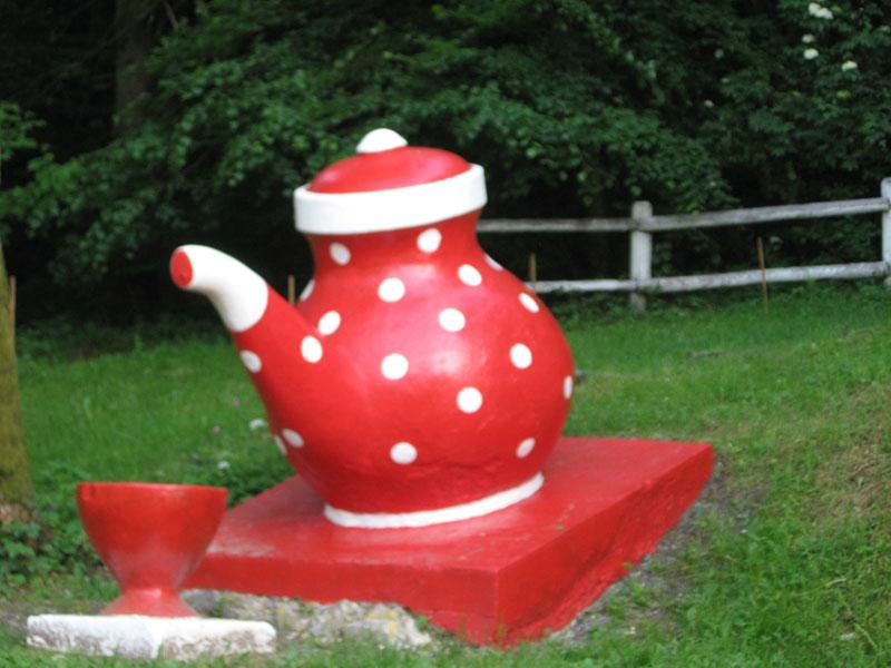 На Перечинщині пофарбували знаменитий чайник