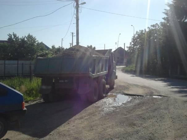 Поліція затримала вантажівку із незаконно видобутим гравієм