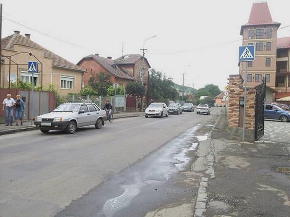 У Мукачеві сталась ДТП: 30-річна автомобілістка наїхала на 11-річну дівчинку