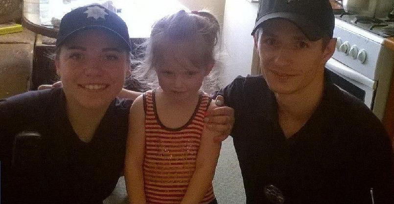 Мукачівські патрульні знайшли зниклу дівчинку і повернули додому