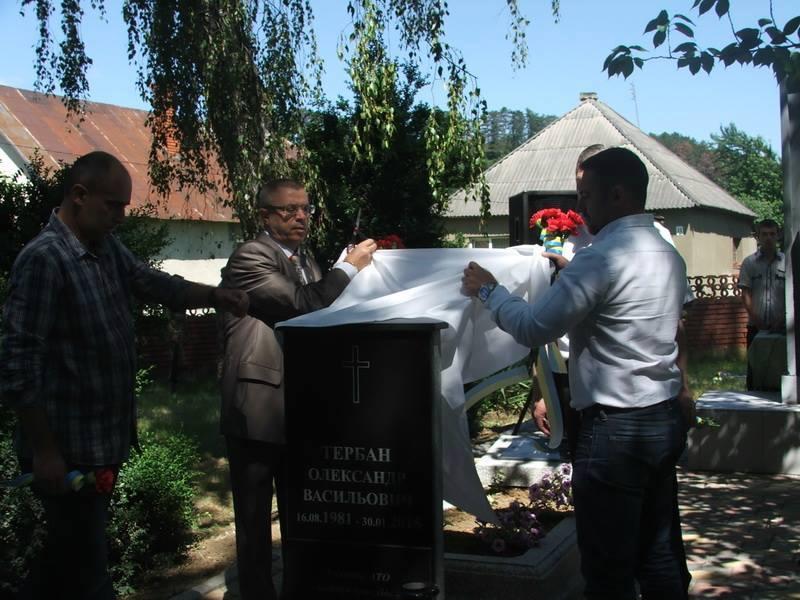 """У Чинадієві в """"Парку Слави"""" відкрили пам'ятний знак Герою АТО"""