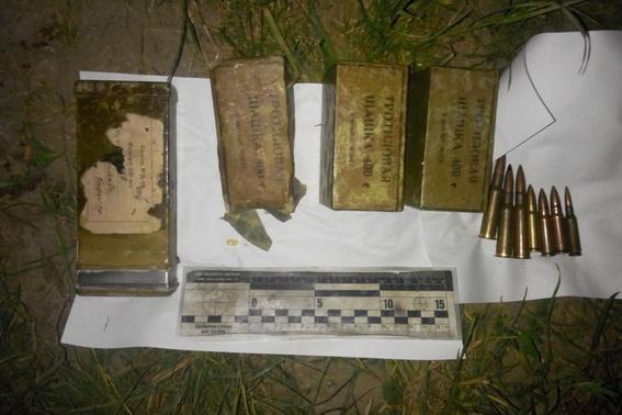 На Ужгородщині правоохоронці виявили сховок боєприпасів