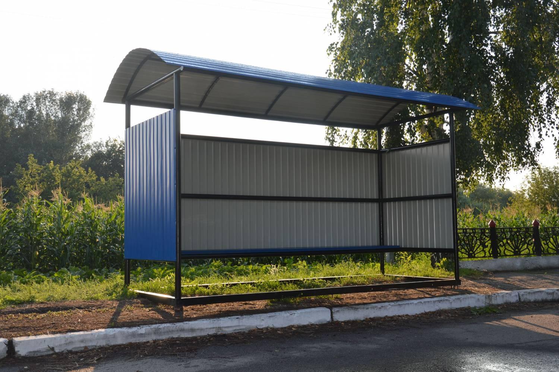 В Ужгороді планують зробити однаковими усі автобусні зупинки міста