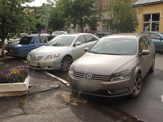 """17-річний підліток вкрав у Берегові """"Volkswagen Passat"""", щоб """"поганяти"""" на ньому в Ужгороді"""