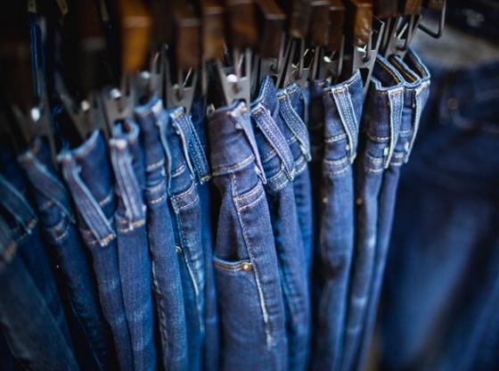 Мукачівець вкрав із магазину жіночі джинси