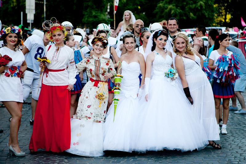 Вулицями Ужгорода пройде традиційний Парад Наречених