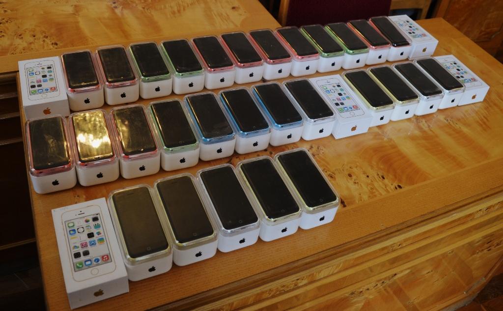 Випускники дванадцяти ПТНЗ області отримали новенькі iPhone