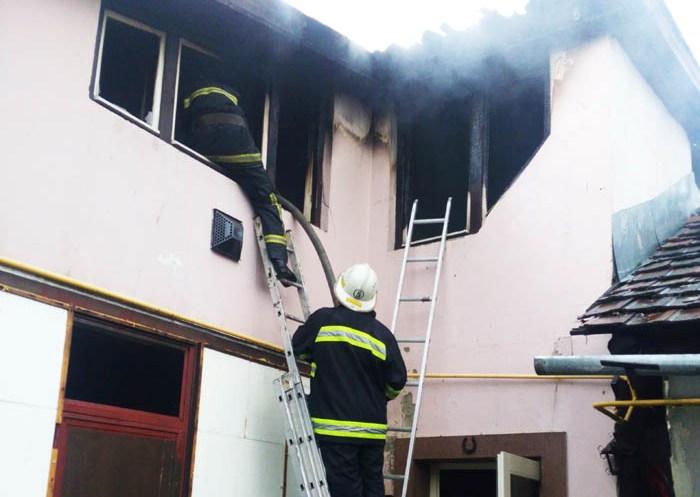 В Іршаві блискавка влучила в гараж через що той загорівся