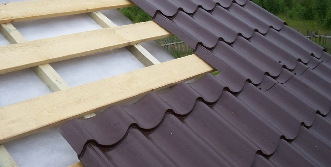 На Тячівщині дахи двох соціальні об'єктів пошкодив град