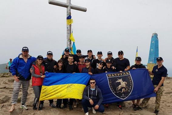 Мукачівські поліцейські кинули виклик найвищій точці України