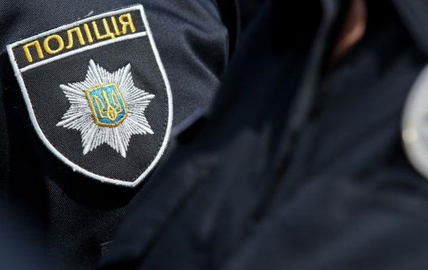 Під час обшуку у Виноградові побили поліцейського