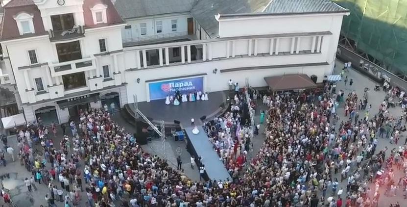 Закарпатський відеограф оприлюднив відео Параду наречених в Ужгороді, зняте з висоти пташиного польоту