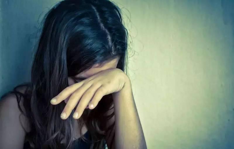 Батько два роки гвалтував свою доньку, – ЗМІ