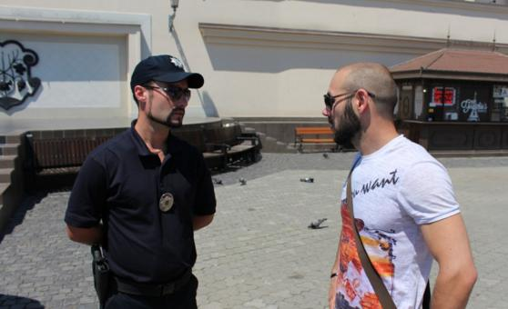 Ужгородські поліцейські поспілкувались з містянами