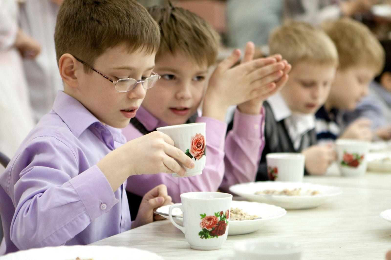 Хустська прокуратура викрила підприємців, які підробили документи для участі у закупівлі харчування для школярів Іршавщини