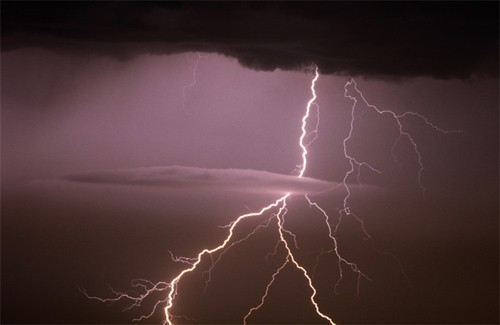 На Закарпатті оголосили штормове попередження: очікуються сильні зливи, грози та град