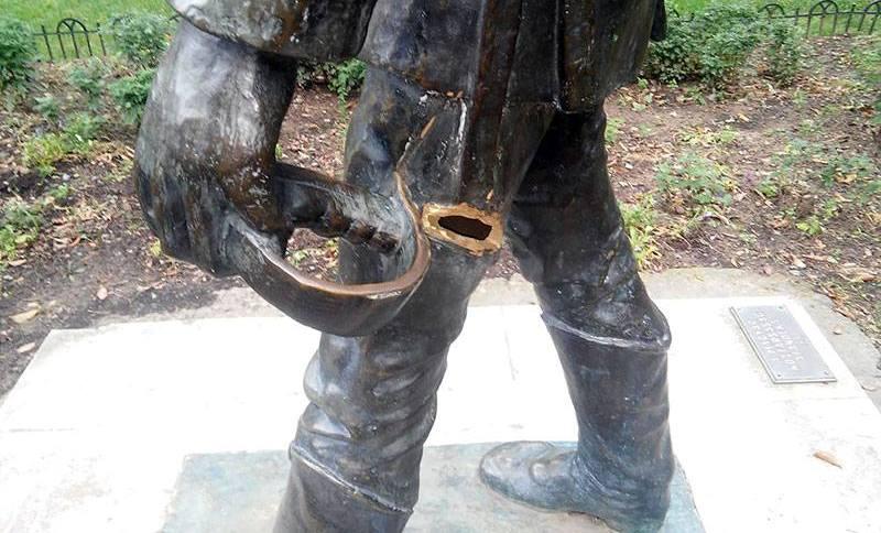 В Ужгороді вандали понівечили пам'ятник Шандору Петефі