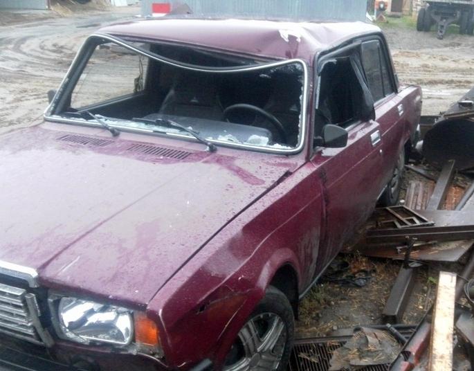 """ДТП на Закарпатті : """"Сімка"""" на швидкості злетіла у кювет і врізалась у електроопору, є постраждалі"""